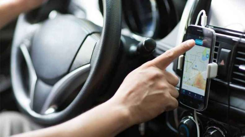 Uber deve indenizar motorista negro bloqueado após acusação de racismo