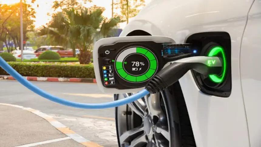 Petroleira francesa TotalEnergies e Uber fecham parceria para acelerar a transição dos motoristas do aplicativo de transporte na migração para veículos elétricos
